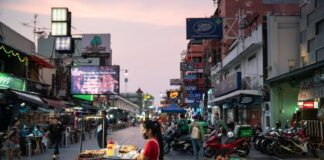 Thailand Considers Visa Rule Overhaul to Lure Investment, Tourists